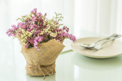 цветет украшение букета на таблице Стоковые Фото