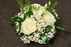 Цветет украшение с белыми розами Стоковые Изображения