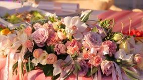 цветка dof букета розы пункта центрального фокусные низкие wedding Букет ` s невесты на день свадьбы цветки букета различные Буке Стоковая Фотография RF