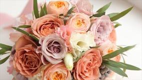 цветка dof букета розы пункта центрального фокусные низкие wedding Букет ` s невесты на день свадьбы цветки букета различные Буке Стоковое Изображение