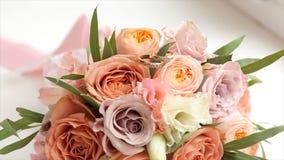 цветка dof букета розы пункта центрального фокусные низкие wedding Букет ` s невесты на день свадьбы цветки букета различные Буке Стоковые Изображения RF