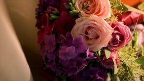 цветка dof букета розы пункта центрального фокусные низкие wedding Букет ` s невесты на день свадьбы цветки букета различные Буке Стоковые Фотографии RF