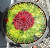 Цветки аранжировали на поверхности воды стоковые фото
