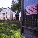 Цветки архитектуры и рапса Huizhou стоковое изображение rf