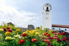 Цветки башни и лета депо поезда Стоковая Фотография RF