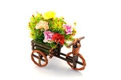 Цветки вазы пластичные в комнате Стоковые Фотографии RF