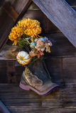 Цветки в ботинке Стоковая Фотография RF