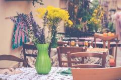 Цветки в вазе в Сиракузе, Сицилии Стоковая Фотография RF