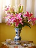 Цветки в живущей комнате Стоковое Изображение RF