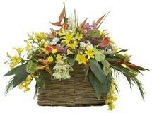 Цветки в камышовом Flowerpot стоковое изображение rf