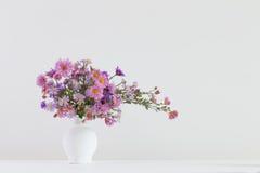 Цветки в керамических вазах Стоковые Фото