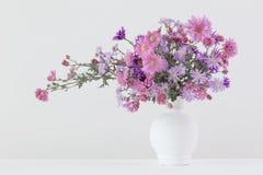 Цветки в керамических вазах Стоковое Изображение