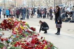 Цветки в памяти о тех убитых в нападениях Стоковое Фото