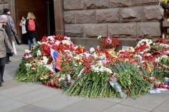 Цветки в памяти о тех убитых в нападениях Стоковые Изображения RF