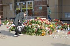 Цветки в памяти о тех убитых в нападениях Стоковое Изображение RF
