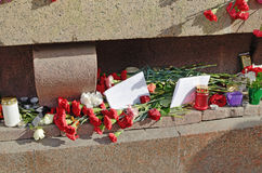Цветки в памяти о тех убитых в нападениях Стоковые Изображения