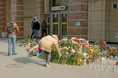 Цветки в памяти о тех убитых в нападениях Стоковое Изображение