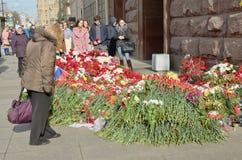 Цветки в памяти о тех убитых в нападениях Стоковая Фотография