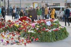 Цветки в памяти о тех убитых в нападениях Стоковая Фотография RF