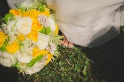 Цветки желтого цвета предпосылки свадьбы Стоковое фото RF