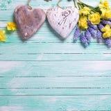 Цветки и декоративные сердца Стоковая Фотография RF