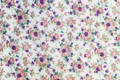 Цветки и лист на картине ткани стоковые фотографии rf
