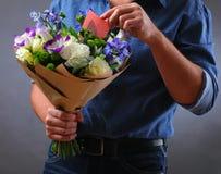 Цветки и примечания влюбленности Стоковая Фотография RF