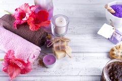 Цветки и свечи курорта Стоковые Фото