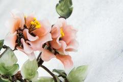 Цветки коралла стеклянные на конкретной предпосылке стоковое изображение
