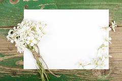 Цветки на винтажных деревянных планках Стоковые Изображения