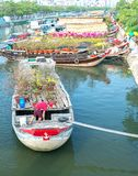 Цветки на рынке цветка вдоль причала канала Стоковые Фотографии RF