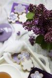 Цветки & печенья сирени Стоковая Фотография