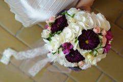Цветки платья свадьбы стоковые изображения rf