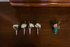 Цветки свадьбы и красивое украшение колец Стоковые Изображения