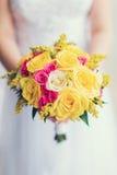 Цветки свадьбы и красивое украшение колец Стоковое Изображение RF