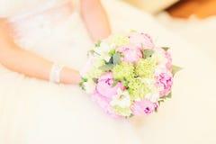 Цветки свадьбы и красивое украшение колец Стоковые Фотографии RF