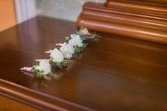 Цветки свадьбы и красивое украшение колец Стоковые Фото