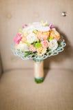 Цветки свадьбы и красивое украшение колец Стоковое Фото