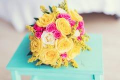 Цветки свадьбы и красивое украшение колец Стоковое фото RF