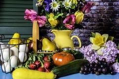 Цветки свежей продукции и весны Стоковые Фото