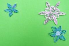 Цветки сделанные quilling на светлой предпосылке стоковые изображения rf
