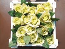 Цветки сделаны света - желтой ткани стоковые фото