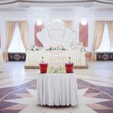 Цветки таблицы свадьбы сервировки Конструкторское бюро для новобрачных Стоковое Изображение RF
