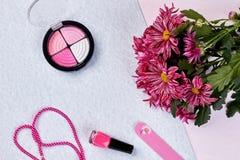Цветки, тени для век, шарики, поставки маникюра Стоковое Изображение RF