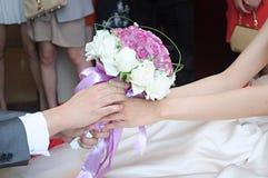 Цветки удерживания Стоковая Фотография RF
