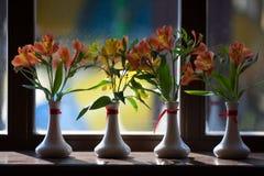 Цветки Alstroemeria в вазе Стоковые Фото