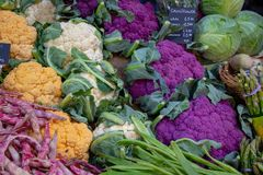 Цветная капуста Colorfull на рынке города, Лондоне стоковая фотография