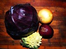 Цветная капуста Romanesco, капуста, пурпур, золотые луки, фиолетовые луки Стоковое Изображение
