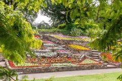 Цветники и тропы вокруг садов Стаффордшира Stapenhill стоковые изображения rf