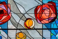 Цветное стекло с дизайном цветка Стоковые Изображения RF